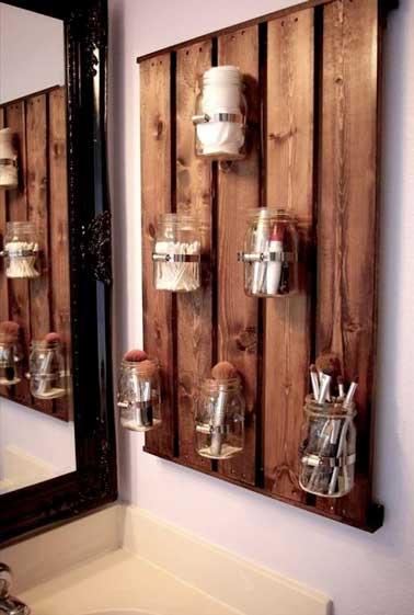 astuce rangement de salle de bain avec palette bois. Black Bedroom Furniture Sets. Home Design Ideas