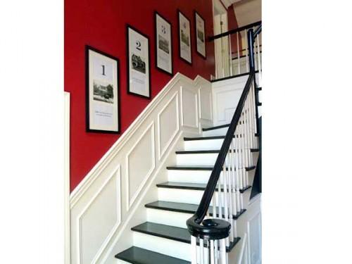 cage d 39 escalier avec une peinture rouge sur les murs. Black Bedroom Furniture Sets. Home Design Ideas