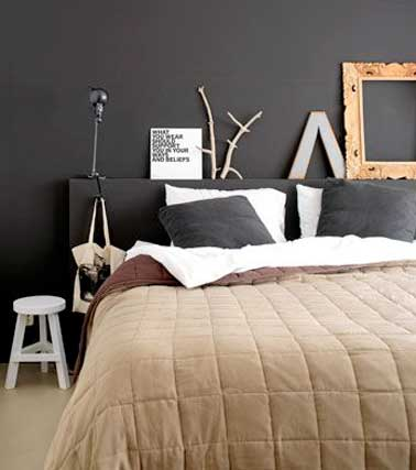 chambre d co arty avec t te de lit et mur chocolat. Black Bedroom Furniture Sets. Home Design Ideas