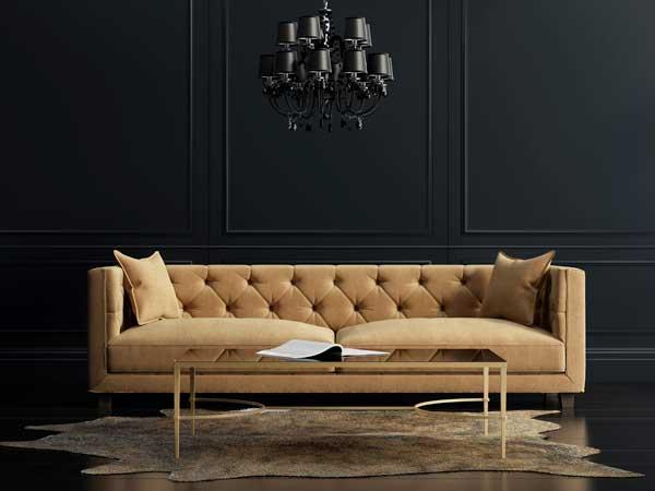 Une peinture noir 1825 habille les murs du salon à la déco cocooning. Une nuance chic et profonde parfaite pour donner une allure cosy dans une grande pièce