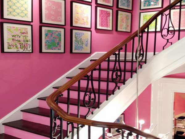 deco moderne de cage d 39 escalier avec peinture rose. Black Bedroom Furniture Sets. Home Design Ideas