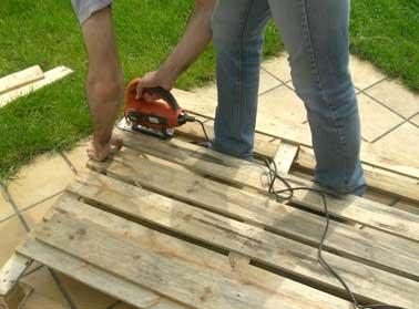D monter une palette pour faire un escalier en bois - Peindre des palettes en bois ...