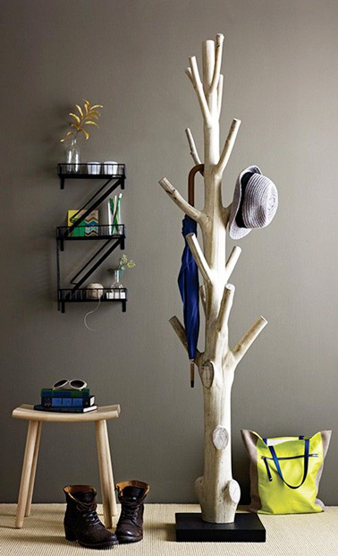 Fabriquez un porte manteau arbre pour une déco récup 100% nature ! Un porte manteau astucieux et original qui ne manquera pas de plaire à toute la famille !