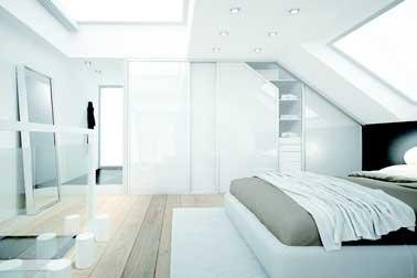 Dressing laqu blanc dans chambre parentale sous pente - Douche italienne sous pente de toit ...