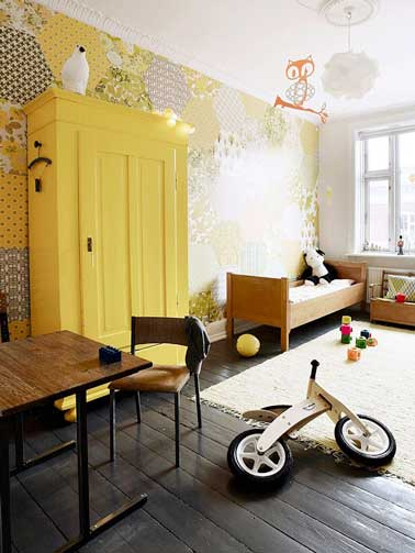 Eclatante couleur jaune dans une chambre enfant grise for Chambre garcon jaune et grise