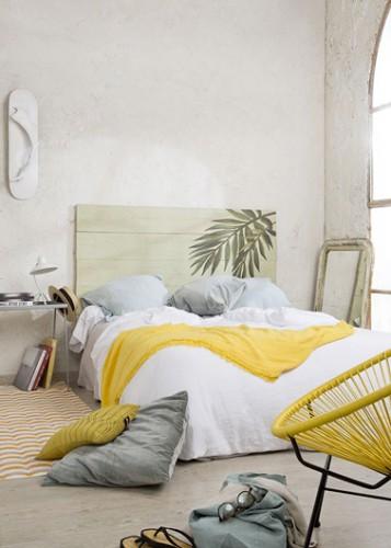 Pin d co chambre avec une t te de lit esprit r cup - Fabriquer sa tete de lit en bois ...