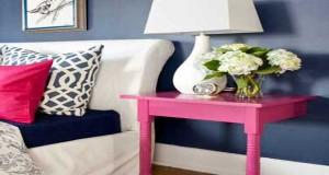 La décoration de la chambre s'amuse à détourner les objets pour une déco récup tendance. Tête de lit, table de chevet et papier peint, des idées déco chambre à faire en récup