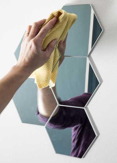 nettoyer la d coration murale avec un chiffon humide. Black Bedroom Furniture Sets. Home Design Ideas