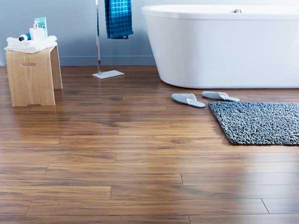 un parquet dans la salle de bains c'est possible ! | deco-cool - Parquet Bambou Salle De Bain
