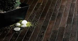 ce teck dafrique aux belles nuances marrons foncs est parfait pour donner de lampleur un dco de salle de bain design parquet massif disponible en - Prise Pour Salle De Bain Couleur Marron