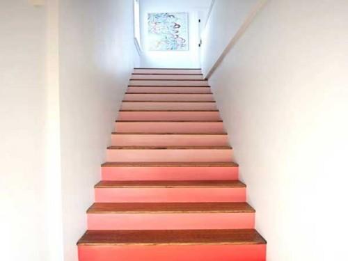 Peinture d 39 escalier rose pour decorer la cage d 39 escalier - Idee peinture cage escalier ...