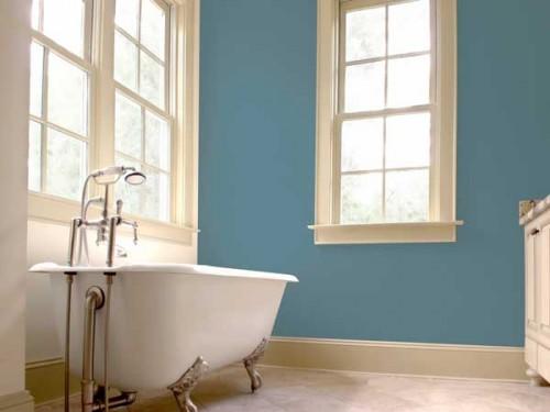Peinture gris bleut dans une salle de bain d co r tro - Peinture salle de bain gris perle ...