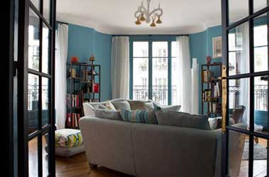 Peinture salon contemporain bleu turquoise et blanc for Salon contemporain blanc