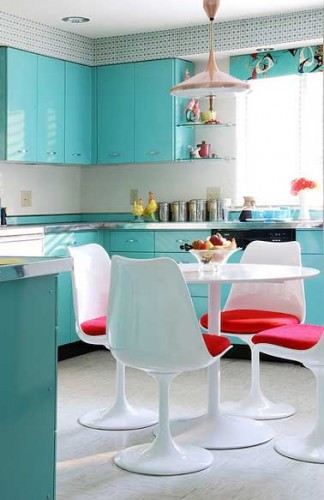 repeindre des meubles de cuisine en peinture turquoise. Black Bedroom Furniture Sets. Home Design Ideas
