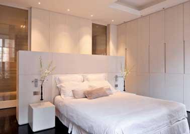5 fa ons de s parer la salle de bain dans une suite parentale for Chambre parentale avec dressing et salle de bain