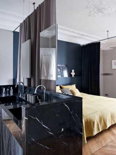 suite parentale avec rideaux comme s paration amovible. Black Bedroom Furniture Sets. Home Design Ideas