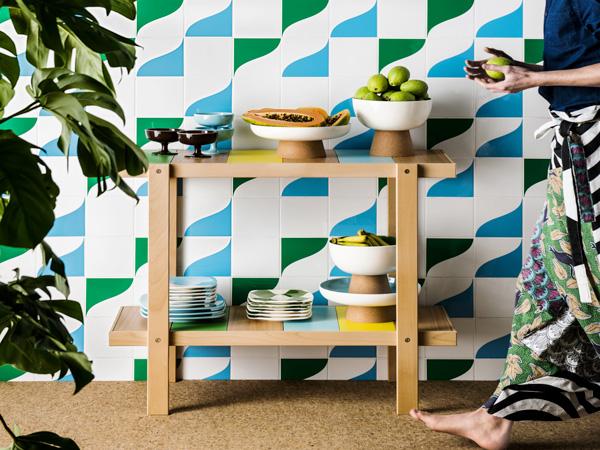 table d appoint multicolore en h tre. Black Bedroom Furniture Sets. Home Design Ideas