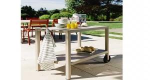 Une jolie desserte de jardin pour aménager sa cuisine d'été ou son salon de jardin avec un meuble desserte quise transforme en plancha et s'installe près du barbecue ou au bord de la piscine de Fermob