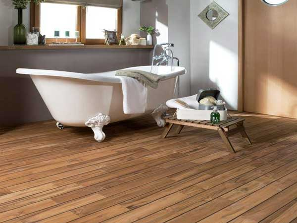 un parquet salle de bain en teck pr huil lapeyre. Black Bedroom Furniture Sets. Home Design Ideas