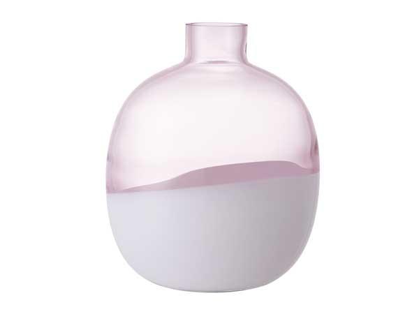 Vase coloré en rose quartz pour déco douce dans le salon ou la cuisine et pourquoi pas dans la salle de bain ! Ses tons nacrés adoucissent toute les pièces
