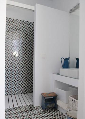 Petite salle de bain graphique avec douche italienne for Plan petite salle de bain avec douche