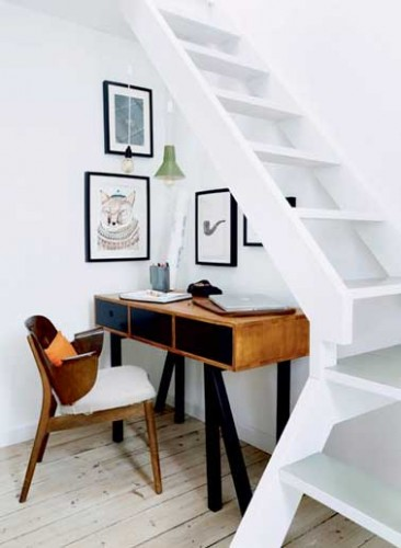 am nager un espace bureau scandinave dessous l escalier. Black Bedroom Furniture Sets. Home Design Ideas