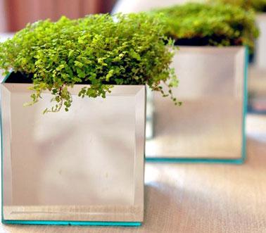 Un cache pot en miroir a faire rapidement en suivant ce DIY. Décorer l'entrée, la table du salon, le bureau ou les fenêtres de la cuisine, ce cache pot sait tout faire
