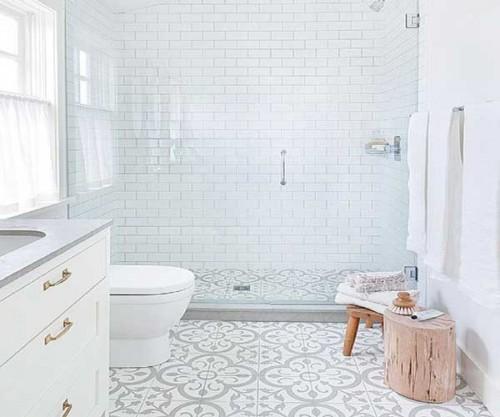 Fabuleux Carreaux de ciment motifs gris et blancs dans salle de bain  UY53