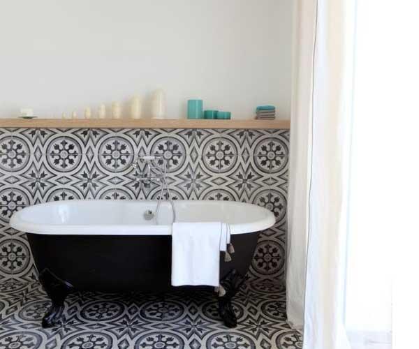 La d co salle de bain en carreaux de ciment c 39 est chouette for Carrelage sol de salle de bain