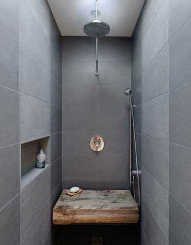 carrelage gris et banc bois dans douche l italienne. Black Bedroom Furniture Sets. Home Design Ideas