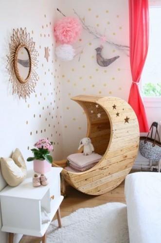 un coin de mur dor pour cette chambre de princesse. Black Bedroom Furniture Sets. Home Design Ideas