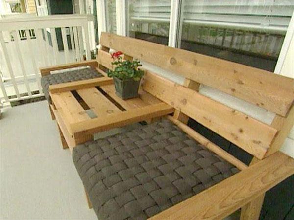 Combine canape table basse dans salon de jardin en palette - Faire un canape en palette ...