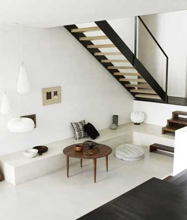 cr er un petit salon d accueil dessous un escalier. Black Bedroom Furniture Sets. Home Design Ideas