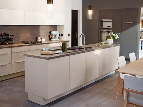 cuisine castorama avec fa ades en verre couleur seigle. Black Bedroom Furniture Sets. Home Design Ideas