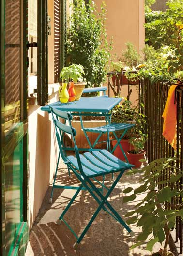 D co balcon un am nagement color et chic pour l 39 t for Table de jardin bistrot