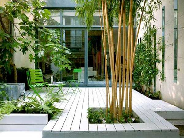 Decoration de terasse en bois d inspiration jardin zen for Plantes decoration jardin