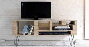 Fabriquer un meuble TV pour la déco de son salon c'est sympa et pas cher ! Déco Cool a craqué pour ce DIY déco facile à réaliser soi-même pour un meuble TV original