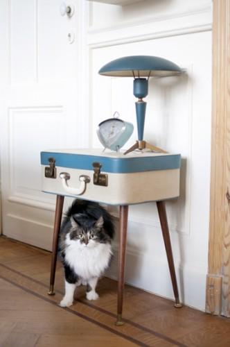 table de nuit fabriquer soi m me avec une valise. Black Bedroom Furniture Sets. Home Design Ideas