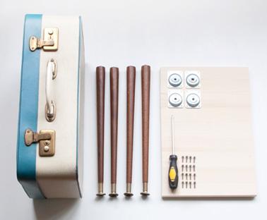 une table de nuit fabriquer avec une valise de r cup. Black Bedroom Furniture Sets. Home Design Ideas