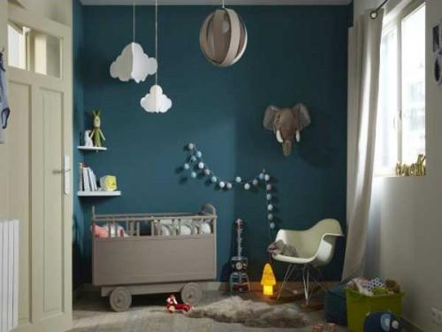 du bleu canard sur un mur pour la peinture chambre enfant. Black Bedroom Furniture Sets. Home Design Ideas