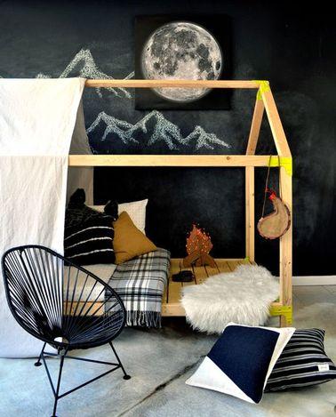 Fabriquer un lit cabane pour une chambre de fille, ce n'est pas compliqué : il suffit de quelques tasseaux de bois et d'un peu de temps pour réaliser ce meuble unique.