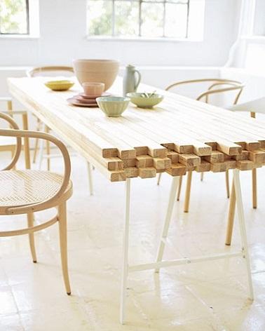 Fabriquez une table en bois à partir de matériaux naturels et pas chers. Le résultat ? Une pièce de mobilier élégante et design pour des dîners toujours réussis !