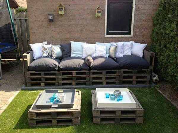 faire un canape en palette pour le salon de jardin. Black Bedroom Furniture Sets. Home Design Ideas