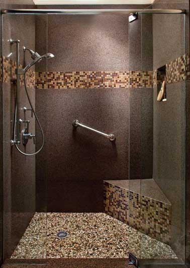 frise en mosaïque et granit dans une douche à l'italienne - Mosaique Salle De Bain Italienne
