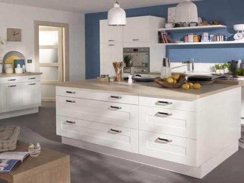 ilot-central-esprit-authentique-dans-cuisine-blanche-design  