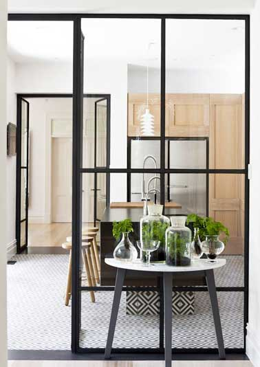 Isoler une cuisine ouverte avec deux verri res d int rieur for Sol pour cuisine ouverte