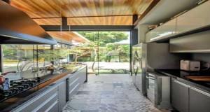 Pour une décocuisine au top, entre meubles de cuisine blanc, noir ou bois, cuisine verrière, plan de travail design, crédence cuisine style industriel, c'est sûr pour ladéco de la cuisine toutes les tendances déco sont à retenir