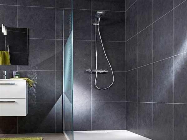 lambris pvc gris anthracite dans douche a l italienne. Black Bedroom Furniture Sets. Home Design Ideas
