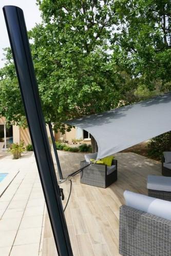 un mat pour voile d 39 ombrage de terrasse r glable et facile. Black Bedroom Furniture Sets. Home Design Ideas