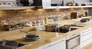 Pour donner du style à votre deco cuisine misez sur un mur de brique ! Cuisine de campagne ou industrielle avec un mur en brique naturelle ou peintes, choisissez votre type debrique et aménagez un look déco sur les murs de votre cuisine